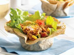 Put a healthier spin on your Cinco De Mayo lunch this year with these delicious Tuna Taco Salad bowls. Chipotle tuna, corn, tomato, avocado, and more! Tuna Recipes, Seafood Recipes, Mexican Food Recipes, Cooking Recipes, Healthy Recipes, Ethnic Recipes, Dinner Recipes, Tortilla Bowls, Taco Salad Bowls