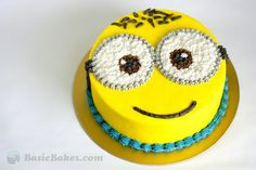 Minion Cake - Site links to basic cake decoarating Minion Birthday, Minion Party, Baby Birthday, Birthday Cake, Birthday Ideas, Despicable Me Cake, Minion Cakes, Basic Cake, Buttercream Cake