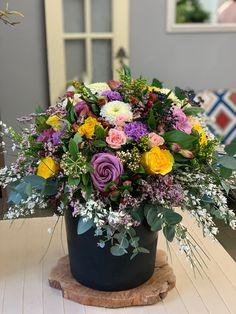Narozeninová kytice Floral Wreath, Wreaths, Plants, Home Decor, Floral Crown, Decoration Home, Door Wreaths, Room Decor, Deco Mesh Wreaths