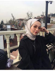 Casual Hijab Outfit, Hijab Chic, Modest Fashion, Fashion Outfits, Muslim Beauty, Street Hijab Fashion, Rain Photography, Fake Girls, Modest Wear