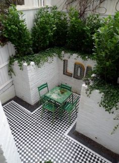 courtyard white walls black and white tiles modern urban garden design clapham stockwell brixton london (7)