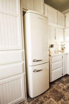 Our New Vintage Inspired Refrigerator - Midcounty Journal Apartment Refrigerator, Vintage Refrigerator, White Refrigerator, Kitchen Refrigerator, Smeg Fridge, Smeg Toaster, Farmhouse Refrigerators, Vintage Kitchen Appliances, Retro Kitchen Decor
