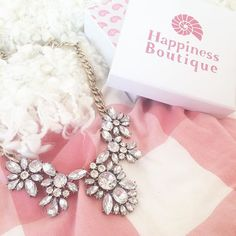 Glam And Glitter Statement Necklace 22,90 € #happinessbtq