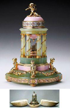 1905 L'œuf a été conçu comme un temple de l'amour dans Arcadia. Egg-horloge a été faite dans la mémoire de la naissance tant attendue du prince Alexei, l'héritier du trône de Russie. L'œuf est recouvert d'un émail rose transparent. Au sommet du cadran les chiffres sont disposés avec des diamants. Gilded Cupid - une allégorie du prince, se trouve sur l'oeuf. Vert Colonnade soutient l'œuf et de lui l'aiguille des heures vient. des guirla