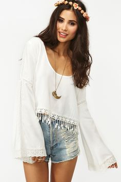 Puebla Crop Top in White + high waisted shorts and long necklace