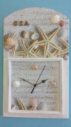 Reloj con papel, pardo y patchys.