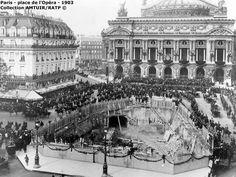 Les travaux de construction de la ligne 3 sous la place de l'Opera Paris 1903....reépinglé par Maurie Daboux ❥•*`*•❥