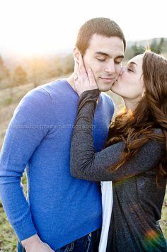 Cute engagement photo pose!