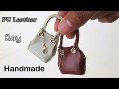 DIY Realistic Miniature Bags - No Polymer Clay - easy Miniature crafts Barbie Shoes, Doll Shoes, Barbie Clothes, Barbie Doll, Diy Handbag, Diy Purse, Dollhouse Accessories, Barbie Accessories, Minis