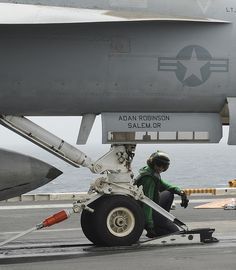 "NORTH ARABIAN SEA (July 23, 2013) Aviation Boatswain's Mate (Equipment) 3rd Class Laura Quintero, a native of Chicago, prepares an F/A-18F Super Hornet assigned to the ""Black Knights"" of Strike Fighter Squadron (VFA) 154, for launch on the flight deck of the aircraft carrier USS Nimitz (CVN 68) Us Navy Aircraft, Navy Aircraft Carrier, Military Aircraft, Navy Carriers, Uss Nimitz, Military Pins, F-14 Tomcat, Arabian Sea, Navy Marine"