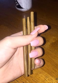 That blunt and bombs nails life 😁 Weed Girls, 420 Girls, Smoke Out, Puff And Pass, Stoner Girl, Smoking Weed, Ganja, Bud, Cannabis