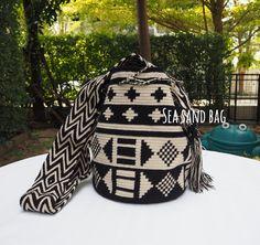 11 отметок «Нравится», 2 комментариев — Wayuu วายู Mekko กระเป๋าสาน (@seasandbag) в Instagram: «Lot ใหม่มาแล้ว Wayuu Bags พร้อมส่งทุกใบ รุ่น Special Double threadPrice : 3,500 thb Line id :…»