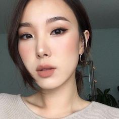Make Up Your Choice Bilden When should a Women Wear Cocktail Dresses Cocktail dresses, also called a Asian Makeup Prom, Asian Wedding Makeup, Asian Makeup Looks, Korean Makeup Look, Korean Makeup Tips, Wedding Hair And Makeup, Korean Makeup Tutorials, Hair Wedding, Makeup On Asian Eyes