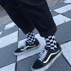 Grunge x Vans Grunge x Vans - Outfit ideen - Zapatos Hipster Outfits, Grunge Style Outfits, Skater Outfits, Boy Outfits, Cute Outfits, Aesthetic Shoes, Aesthetic Grunge, Aesthetic Vintage, Aesthetic Clothes