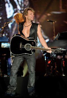 Jon Bon Jovi Photos Photos - Jon Bon Jovi performs on stage during Rock in Rio Festival on June 4, 2010 in Arganda del Rey, Spain. - Rock in Rio Madrid - Day 1