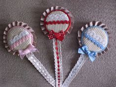 chupeteros hechos a mano Dummy Clips, Felt Garland, Dream Catcher, Baby Shower, Sewing, Diy, Crafts, Google, Father And Son