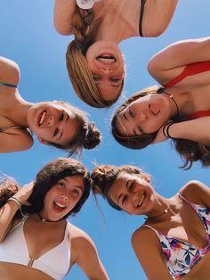 Best Friends Shoot, Best Friend Poses, Cute Friends, Cute Beach Pictures, Cute Friend Pictures, Photos Bff, Friend Photos, Bff Pics, Best Friend Photography