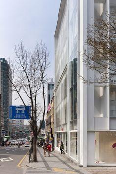 H Seoul Hongdae Store / D•Lim Architects