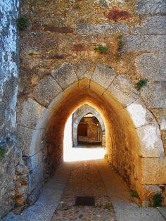 Bóvedas de la Ronda Nocturna. Estan junto a la Iglesia y bajo se ellas se cobijaban los soldados de la ronda nocturna.Miranda del Castañar