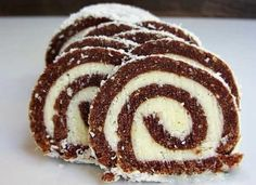 Coconut roll is a fantastic dessert that doesn't require baking! Check out our easy recipe! Bake my cake, it's easy to make! Coconut Roll Recipe, Coconut Recipes, Baking Recipes, Cake Recipes, Dessert Recipes, Dinner Recipes, No Bake Desserts, Delicious Desserts, Cake Baking Supplies