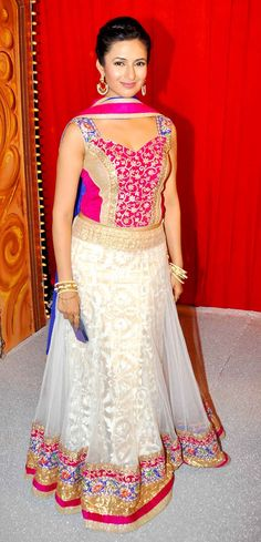 Divyanka Tripathi at 'Star Parivaar Awards 2014'. #Style #Bollywood #Fashion #Beauty