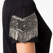 Blusa bordada Couture Embroidery, Embroidery Fashion, Couture Fashion, Diy Fashion, Fashion Outfits, Saree Blouse Designs, Blouse Styles, Diy Camisa, Crystal Embroidery