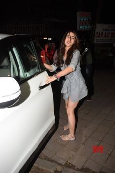 Mumbai: Sara Ali Khan seen at juhu - Social News XYZ Sara Ali Khan Photographs SARA ALI KHAN PHOTOGRAPHS | IN.PINTEREST.COM WALLPAPER EDUCRATSWEB