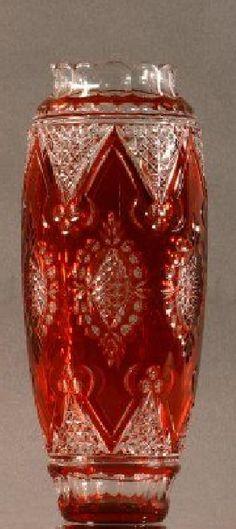Val St Lambert Vase 'Rebecca' cristal clair, doublé 'Aurore' 1920-1925.