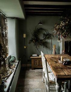 Inside a Florist's English Cottage – Design*Sponge English Cottage Bedrooms, English Cottage Interiors, Cottage Dining Rooms, English Country Cottages, Dining Room Walls, Cottage Living, English Bedroom, Cottage Design, House Design