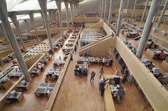 Interior de la Biblioteca de la Universidad de Alejandría