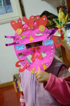 máscara de papel y cartón