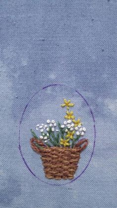 Embroidery Flowers Pattern, Cute Embroidery, Types Of Embroidery, Crewel Embroidery, Cross Stitch Embroidery, Handmade Embroidery Designs, Glass Painting Designs, Lazy Daisy Stitch, Crochet Motif