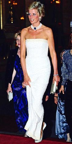 Diana gave a glimpse of the '90s style she would embrace (bold colors, body-conscious silhouettes and shorter locks) at a 1990 event