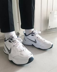 Street style outfits men, dad shoes, me too shoes, sneakers looks, shoes Socks Outfit, Outfit Jeans, Best Sneakers, Sneakers Fashion, Chunky Sneakers, Fashion Outfits, Mens Fashion, Sock Shoes, Cute Shoes