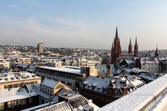 #Umzug #Wiesbaden - Ein Umzug bedeutet komplette Veränderung. Neben dem eigentlichen Umzug nach Wiesbaden gibt es viele Aufgaben, die es zu erledigen gibt. Mit dem richtigen #Umzugspartner brauchen Sie sich in Sachen Umzug um nichts mehr zu kümmern! Denn unser Full- Service übernimmt fachgerecht und zuverlässig vom Einpacken und der Demontage bis zum Auspacken und der Montage Ihres Umzugsgutes alles. Montage, Paris Skyline, Germany, Travel, Transportation, Wiesbaden, City, Viajes, Deutsch