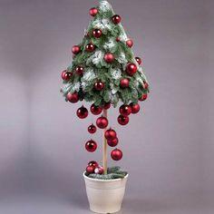 12 pomysłów na małe choinki do pokoju, w których się zakochasz ❤️ ❤️ Christmas Tree Crafts, Christmas Flowers, Homemade Christmas, Holiday Crafts, Christmas Holidays, Christmas Wreaths, Christmas Ornaments, Modern Christmas, Vintage Christmas