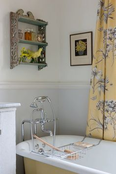 Sarah's House - Farmhouse bath