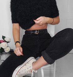 """4,714 mentions J'aime, 24 commentaires - Lydia Rose (@fashioninflux) sur Instagram : """"Fell off this stool twice trying to get my @converse in shot  #outfitdetails #ootd #levis…"""""""