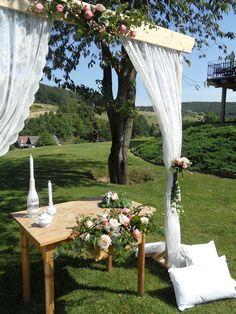 Wedding ceremony Boho Wedding, Wedding Ceremony, Wedding Inspiration, Table Decorations, Places, Home Decor, Ideas, Decoration Home, Room Decor
