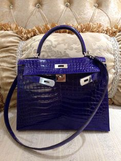 ba6b28c7d13 Magnificent Hermes Kelly 28CM Shiny Niloticus Crocodile Lisse Palladium  Hardware 7T Q Engraved Stamp