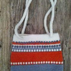 Virkad och tovad väska. Crochetet bag
