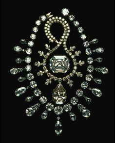 127.01 carats, The Portuguese Diamond | 67.89 carat, The Victoria-Transvaal Diamond | 263 total carats, The Napoleon Diamond Necklace.