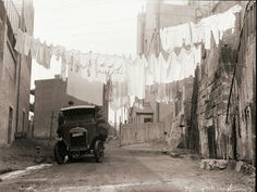 Hanging out the washing on Cambridge St,The Rocks in Sydney in South Australia, Western Australia, The Rocks Sydney, Gloucester Street, Historical Pictures, Tasmania, Family History, Geography, Old Photos