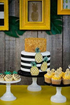 awesome We're huge fans of summer birthdays around here – the party themes are endless – and what better way to head into the weekend than with a pineapple themed celebration? When Jenny of Jenny Cookies hear Read More by SofieLostInLife Festa Party, Luau Party, Decors Pate A Sucre, Fete Emma, Jenny Cookies, Pineapple Cake, Pineapple Party Decor, Pineapple Pics, Pineapple Upside