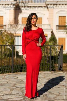 Rojo pasión, fuego... este color sienta bien tanto a rubias como a morenas. ❌❌  Este vestido es sencillo pero muy atractivo. Puedes combinarlo con complementos y zapatos dorado, negro, beige, marino... Y lo tienes por solo 24.95€ (talla M/L, ver medidas). ULTIMAS UNIDADES!!  Más información y pedidos, por privado, whatsapp (617108510).  Medidas: Pecho: 86- 120, Cintura: 66- 94, Cadera: 90- 124, Largo: 138