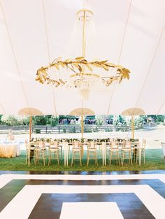 An oh-so-charming garden Estate paired with an everlasting love is enough to get our hearts racing. Black Tie Wedding, Mod Wedding, Wedding Events, Wedding Reception, Wedding Ideas, Elegant Wedding, Modern Wedding Inspiration, Tent Wedding, Wedding Pins