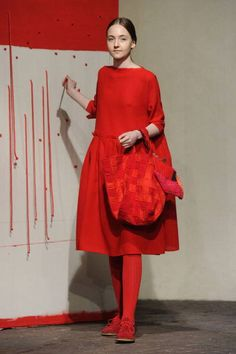 See Norman gown from to century on this board. I Love Fashion, Womens Fashion, Fashion Design, Minimalist Fashion Women, Her Style, Spring Summer Fashion, Dress Up, Women Wear, Style Inspiration