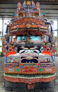 Pakistan - Bus 3發生這種情況僅在印度。每個人都裝自己的車像他們的新婚的新娘!