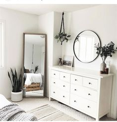: Minimalist Bedroom with Cheap Furniture – Awesome Bedroom Furniture Ideas For Simple Modern Bedroom - - Simple Bedroom Decor, Decoration Bedroom, Simple Bedrooms, Diy Bedroom, Pink Bedrooms, Bedroom Black, Master Bedroom, Trendy Bedroom, Master Suite