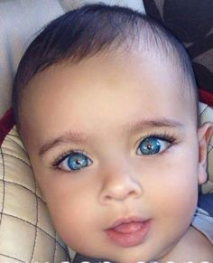 It's beautiful this child … Wonderful eyes . Everything is a pleasure to … - Cool Baby, Cute Little Baby, Baby Kind, Pretty Baby, Beautiful Eyes Color, Stunning Eyes, Pretty Eyes, Cool Eyes, Beautiful Children